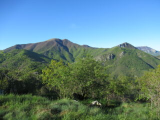 Monte Galero (m.1708) e Bric della Penna (m.1372) dal Monte Pietra Ardena (m.1100)