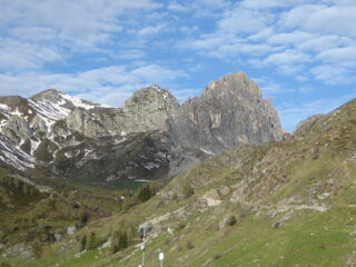 salendo da Castelmagno, da sinistra Punta Parvo, Parvetto e Rocca Parvo