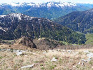 Dall cima il percorso di salita. In basso a sinistra Ragozzo e più in basso a destra Cortina.