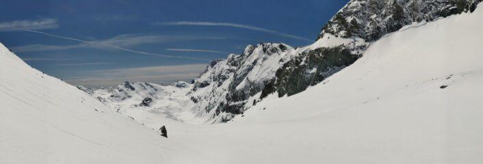 Vallone glaciale della Bessanese. Da sx vs dx: Punta Fortino, Cresta dei Cugni, Punta Maria, Ouille d'Arberon e bastionata della Bessanese