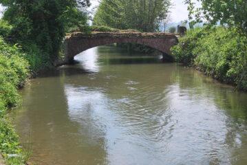 """Tutti lo conoscono come """" 'l Punt dal Buchet"""" anche se un'infelice traduzione lo chiama """"Ponte Bocchetto"""" o """"Ponte della Bocchetta"""
