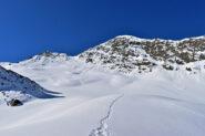 Innevamento attuale,pendio/canale da risalire  in evidenza tra l anticima e la cima Sebolet