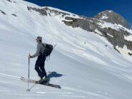 neve ottima, sulla dx si vede sul ferrante il nevaio del deposito ski