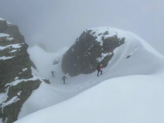 Tanta neve: con gli sci in vetta!