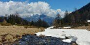Dal pianoro a 2100 m : vista sull'altro lato della valle