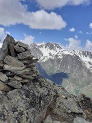 Ometto di vetta e Mont Dolent in lontananza