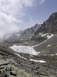 il lago Grande di Viso, ancora ghiacciato