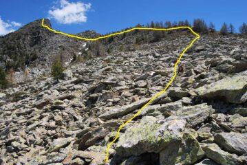 La Becca di Roisan vista all'inizio della pietraia con il percorso da seguire