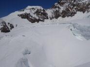 In discesa: soliti crepacci verso ovest intorno a quota 3.900 m.