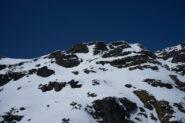 28-05-2021 - Quota 2630 m, da qui avremmo dovuto individuare il percorso per raggiungere la cresta, ma abbiamo valutato la gita non più sicura per le troppe cornici e la neve sempre più molle e profonda