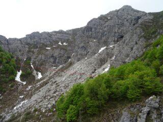 in rosso la variante apportata al percorso sul sentiero 8, traversando la Val Caldera ed il canale omonimo che sale a P.ta Stoppani