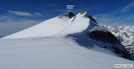 La traccia che sale al Breithorn, vista dal passo omonimo.
