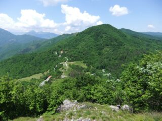 Panorama salendo alla Rocca Barbena