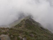 la cresta sud di salita tutta pulita ma nelle nebbie..