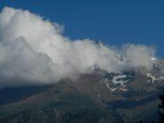 vista sul versante opposto: Monte Rocciamelone tra le nubi