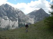 sullo sfondo, da sinistra Cime de la Charvie e Montagne du Lasseron