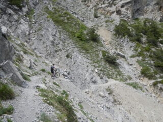 uno dei tratti franati sotto la Tour Jaune des Barabbas