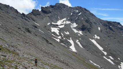 salendo verso la cresta, con la Ciatagnera sullo sfondo