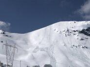 Salita a sinistra e discesa a destra cancellata dai scivolamenti di neve