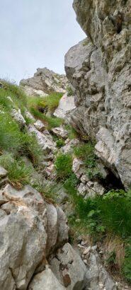Qualche passo di facile arrampicata sulla cresta