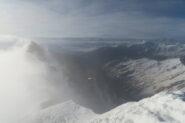 sulla sinistra il Pain de Sucre nella nebbia dalla cima del Fourchon