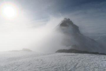la nebbia comincia a diradarsi