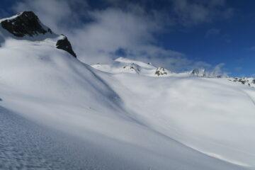 i bellissimi pendii del versante svizzero verso i laghi di Fenetre