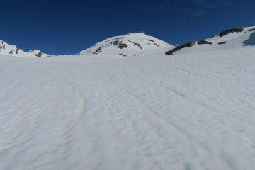 al centro la cima della Léchaud