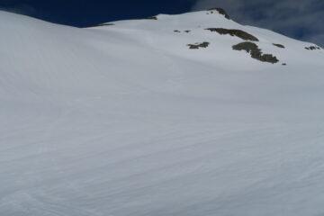 molto bello il primo tratto di discesa poi con la neve molle di oggi e le scarse pendenze di questa gita si spinge