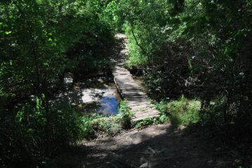 Il ponticello che permette di ritornare sul percorso alla volta del ponte di chiatte