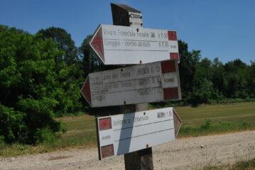 Indicazioni per il sentiero Albano-Greggio presso la bacheca parco ad Albano