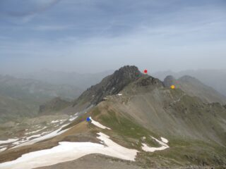 Colle di Panieris (blu), Testa di Garbe (rosso), arrivo ex teleferica (giallo)