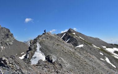 In salita sulla cresta ovest, nei pressi dei denti rocciosi a quota 2950