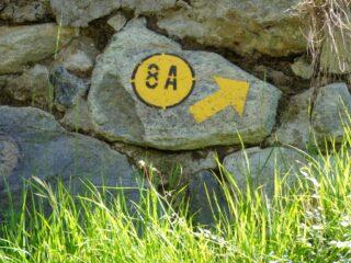 Dopo un po' di asfalto da Barbustel il sentiero inizia sulla sx poco prima di Capiron