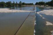 Vista in sponda destra la tomba-sifone in cui le acque del Canale Cavour attraversano il Sesia