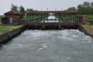 Il secondo barraggio e la presa della Roggia Busca visti dal ponte per la tenuta Gargarengo.