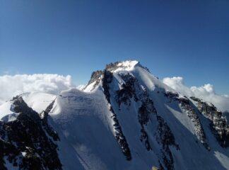 Cresta nevosa per arrivare in cima