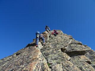 Ottimo gneiss rossastro sulla cresta della Fontanella