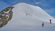 Giunti alla selletta affrontiamo il tratto di parete nevosa (parte finale poco oltre i 40°) che immette sulla cresta Piz Palü orientale.