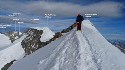 Seguiamo l'elegante tratto di cresta che porta al Piz Palü orientale.