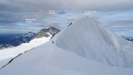 Vista dal Piz Palü orientale sul tratto di cresta da percorrere per arrivare al Piz Palü centrale.