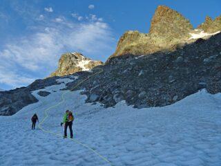 La traccia che sale verso l'ingresso del ghiacciaio.