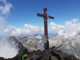 la nuova croce  sulla vetta principale