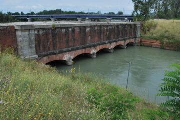 L'arrivo alla tomba del Cavour, dove il canale riemerge dopo il passaggio sotto il Sesia