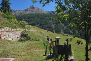 La Becca di Viou vista a Blavy, è ancora lunga la strada …