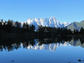 Lago d'Arpy al mattino