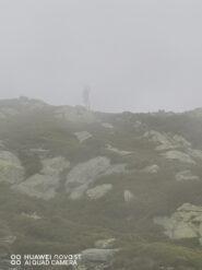 La croce del Mucrone tra le nebbie