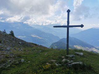 La croce posta poco prima del colletto verso la Becca