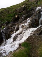 L'attraversamento del primo torrente (prima del bivacco forestale)