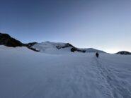 Le prime luci dell'alba sul ghiacciaio.